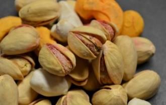 pistachios-389878_640